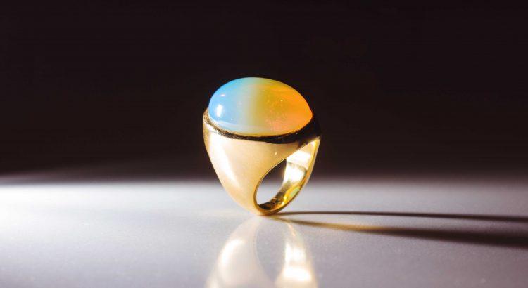 anel dourado pedra da lua