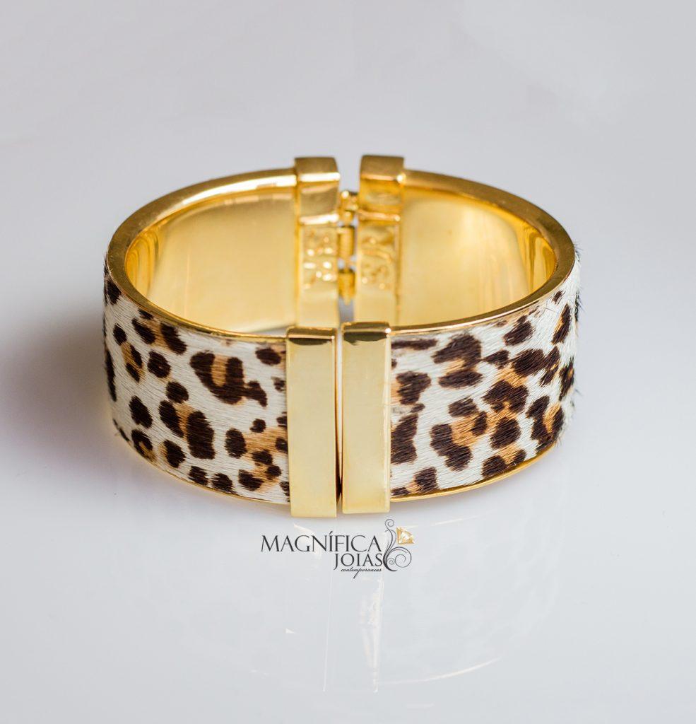 Bracelete dourado com estampa animal print de oncinha onça semijoia