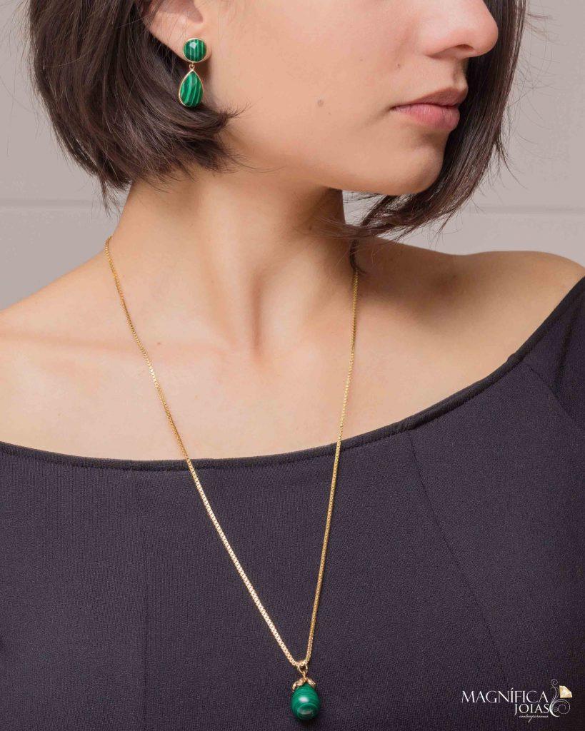Brinco e colar dourado com pedra malaquita verde semi joia