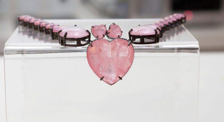 Banner colar de coração pedra fusion