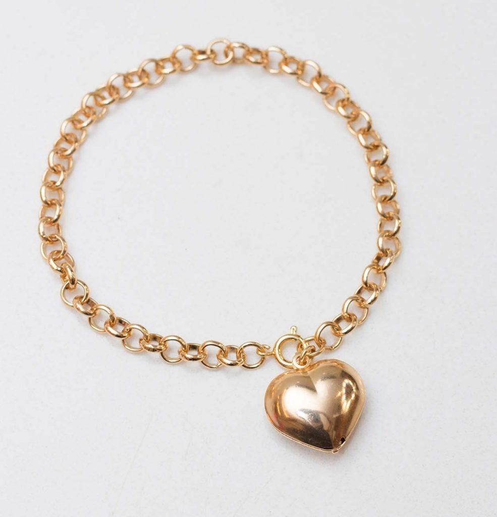 Pulseira dourada com pingente de coração para presentesemijoia