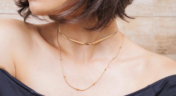 Banner choker e colar dourado mix de colares semijoia