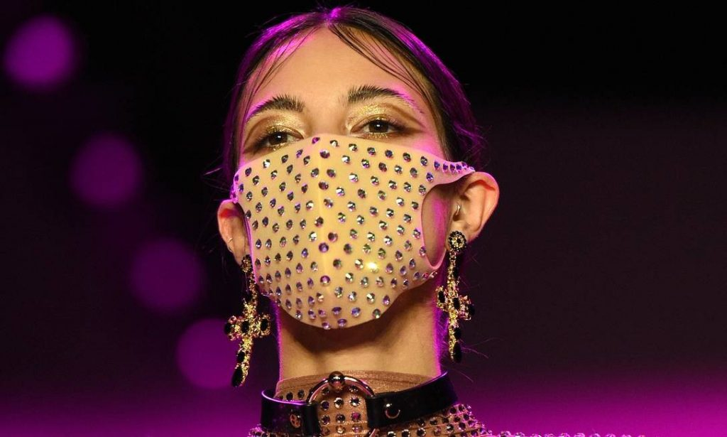 A grife The Blonds incentivou o uso das máscaras de proteção durante os desfiles de New York