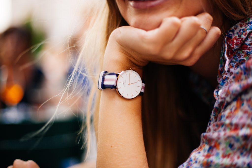 acessórios femininos - relógio de pulso listrado